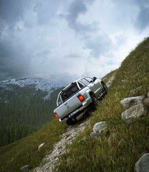 Volkswagen Amarok climbing a hill at 45 degree in the mountains stone track i fjällen berg stenar gräs